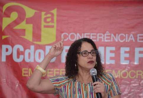 A presidenta nacional do PCdoB, Luciana Santos, durante a conferência estadual do partido em Pernambuco